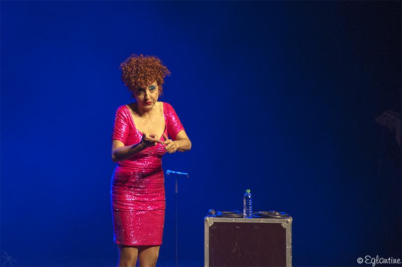Noëlle Perna interprète son nouveau spectacle Mado prend Racine