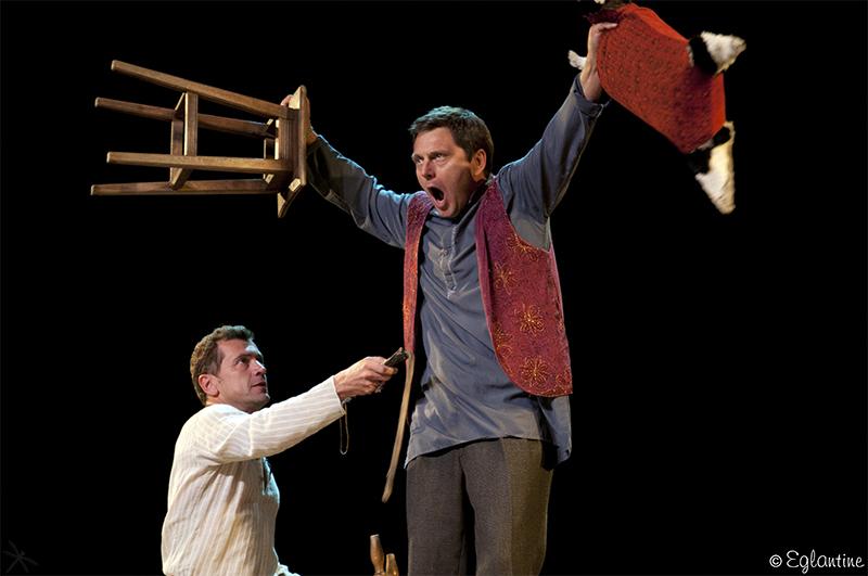 Grégori Baquet et Eric Bouvron, dans la pièce Les cavaliers, adaptée du roman éponyme de Joseph Kessel.
